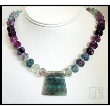 VINTAGE ALPINE FLUORITE CARVED MELON NECKLACE SET